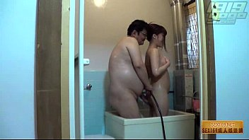 ดูคลิปโป๊เด็กเสี่ยพุงพุ้ยเอากันในอ่างอาบน้ำ พี่แว่นหนีเมียมาเอากับเด็กเลี้ยงไว้เดือนละหลายหมื่น